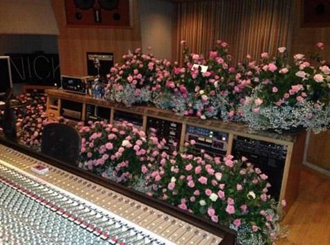 nicki-trey-roses