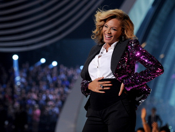 Beyoncé Announces Pregnancy at 2011 MTV Awards (2011)
