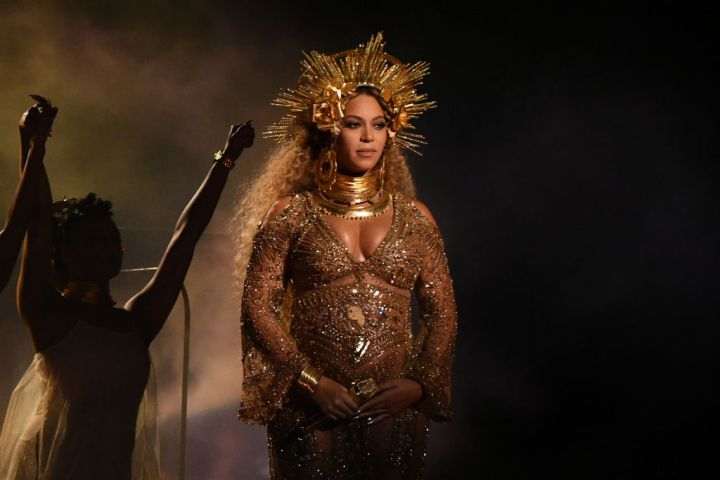Beyoncé Announces She Is Pregnant Again...With Twins! (2017)